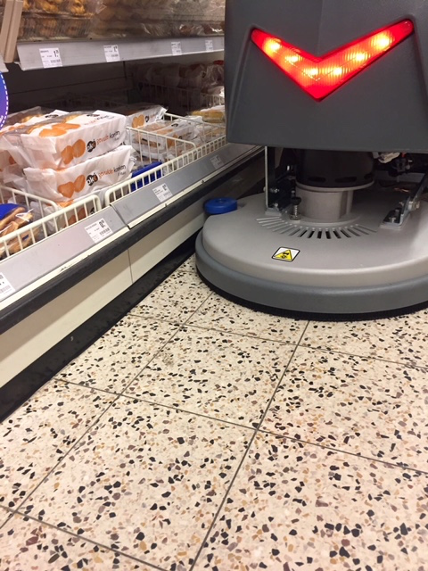 ice-i20B-schrobmachine-supermarkt